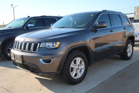 2017 Jeep Grand Cherokee for sale at Lipscomb Auto Center in Bowie TX