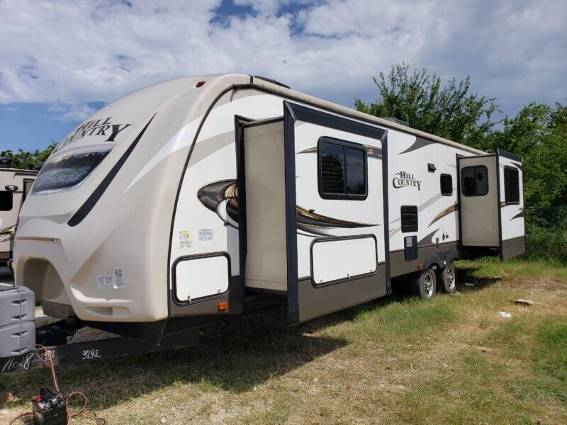 2016 Crossroads Hill country 32RE  for sale at Ultimate RV in White Settlement TX