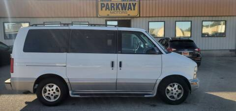 2000 Chevrolet Astro for sale at Parkway Motors in Springfield IL