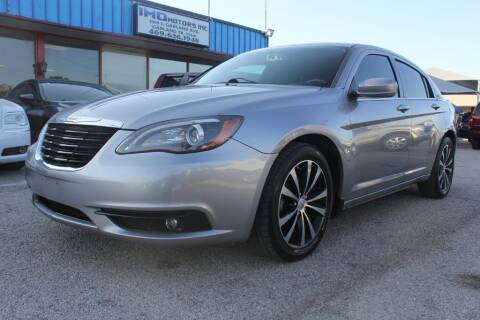 2014 Chrysler 200 for sale at Flash Auto Sales in Garland TX