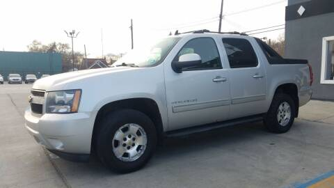 2010 Chevrolet Avalanche for sale at Julian Auto Sales, Inc. in Warren MI