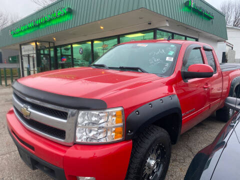 2009 Chevrolet Silverado 1500 for sale at GREENLIGHT AUTO SALES in Akron OH