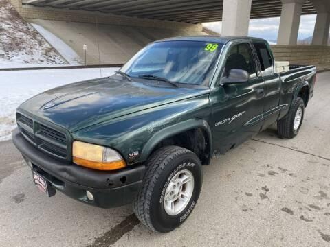 1999 Dodge Dakota for sale at Apple Auto in La Crescent MN