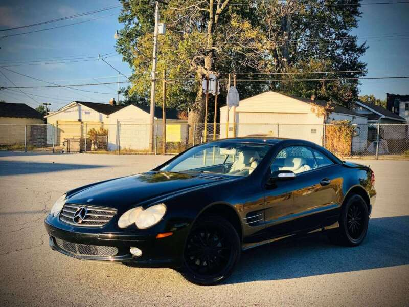2004 Mercedes-Benz SL-Class for sale at ARCH AUTO SALES in St. Louis MO