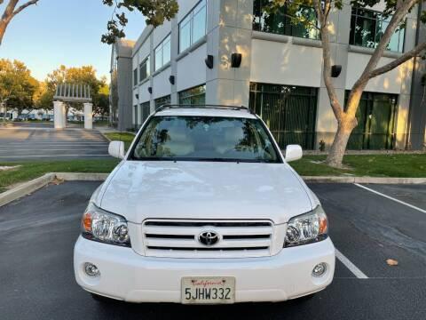 2004 Toyota Highlander for sale at Hi5 Auto in Fremont CA