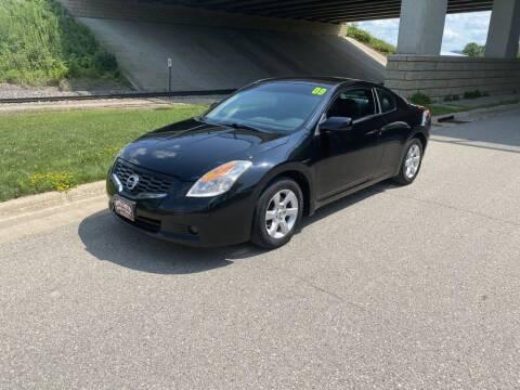 2009 Nissan Altima for sale at Apple Auto in La Crescent MN