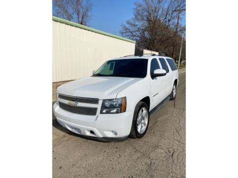 2013 Chevrolet Suburban for sale at Dealers Choice Inc in Farmersville CA