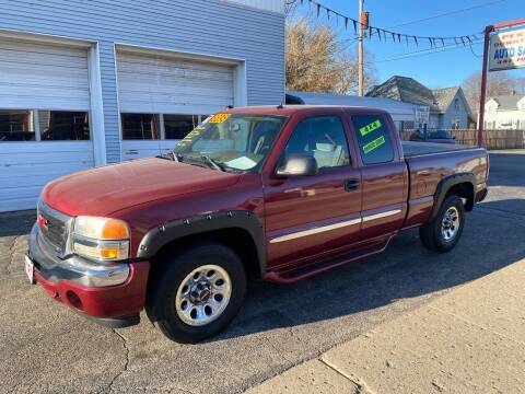 2005 GMC Sierra 1500 for sale at PEKIN DOWNTOWN AUTO SALES in Pekin IL