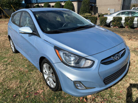 2013 Hyundai Accent for sale at Essen Motor Company, Inc in Lebanon TN