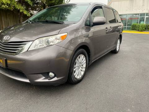 2013 Toyota Sienna for sale at Super Bee Auto in Chantilly VA