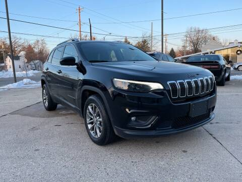 2019 Jeep Cherokee for sale at Auto Gallery LLC in Burlington WI