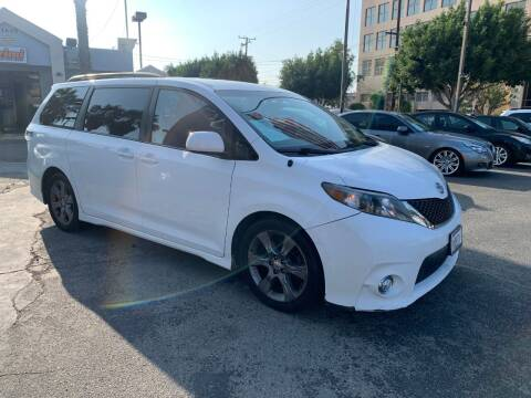 2011 Toyota Sienna for sale at In-House Auto Finance in Hawthorne CA