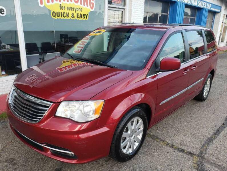 2013 Chrysler Town and Country for sale at AutoMotion Sales in Franklin OH