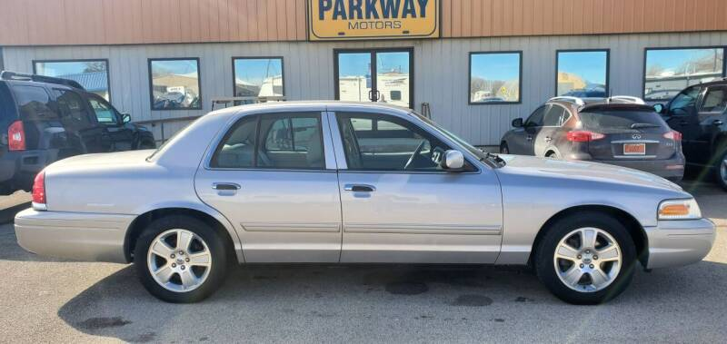 2011 Ford Crown Victoria for sale at Parkway Motors in Springfield IL