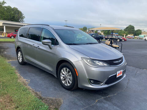 2017 Chrysler Pacifica for sale at McCully's Automotive - Trucks & SUV's in Benton KY