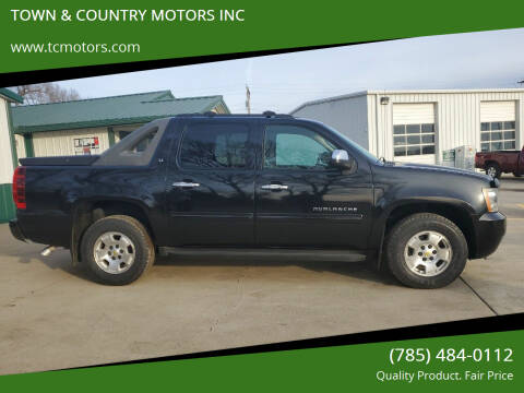 2011 Chevrolet Avalanche for sale at TOWN & COUNTRY MOTORS INC in Meriden KS