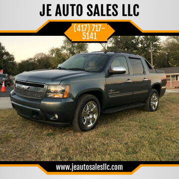 2011 Chevrolet Avalanche for sale at JE AUTO SALES LLC in Webb City MO