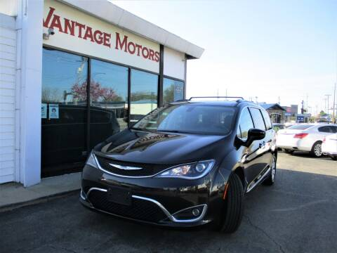 2017 Chrysler Pacifica for sale at Vantage Motors LLC in Raytown MO