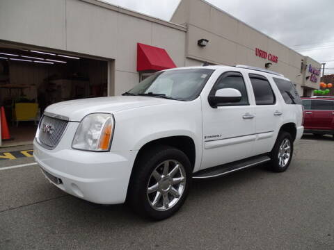 2008 GMC Yukon for sale at KING RICHARDS AUTO CENTER in East Providence RI