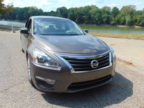 2015 Nissan Altima for sale at Auto House Superstore in Terre Haute IN