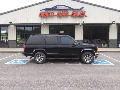 1999 Chevrolet Tahoe for sale at DOUG'S AUTO SALES INC in Pleasant View TN
