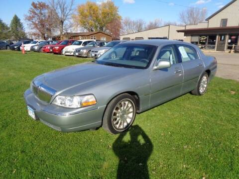 2006 Lincoln Town Car for sale at COUNTRYSIDE AUTO INC in Austin MN