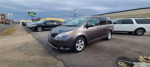 2011 Toyota Sienna for sale at CHILI MOTORS in Mayfield KY