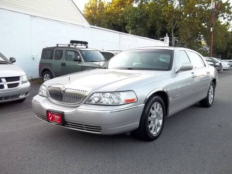 2007 Lincoln Town Car for sale at 1st Choice Auto Sales in Fairfax VA