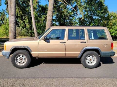 2000 Jeep Cherokee for sale at CLEAR CHOICE AUTOMOTIVE in Milwaukie OR