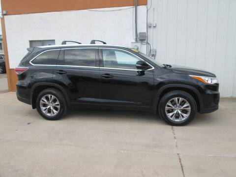 2015 Toyota Highlander for sale at Parkway Motors in Osage Beach MO