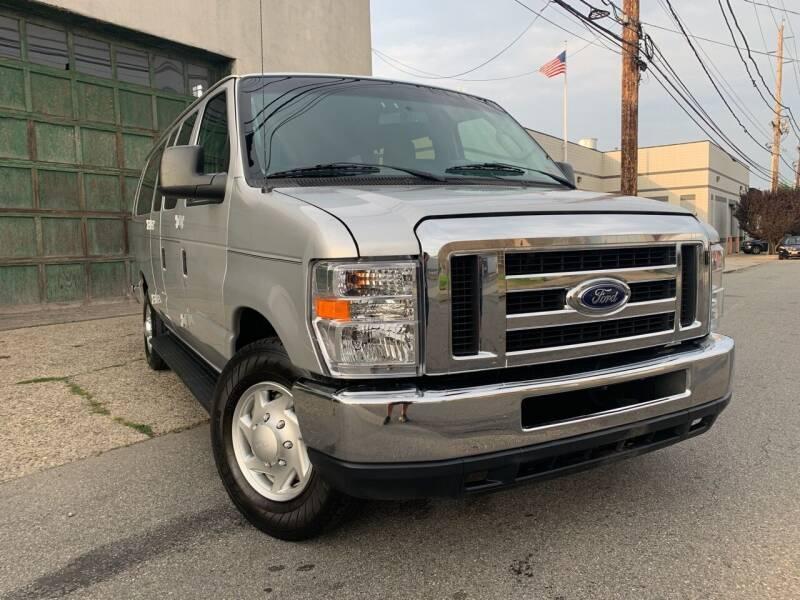 2011 Ford E-Series Wagon for sale at Illinois Auto Sales in Paterson NJ
