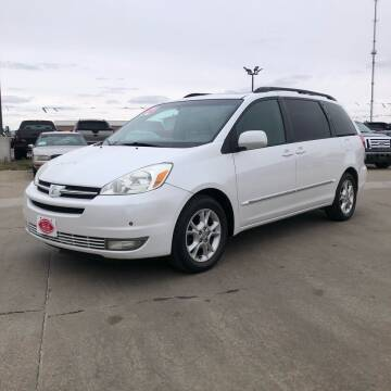 2004 Toyota Sienna for sale at UNITED AUTO INC in South Sioux City NE