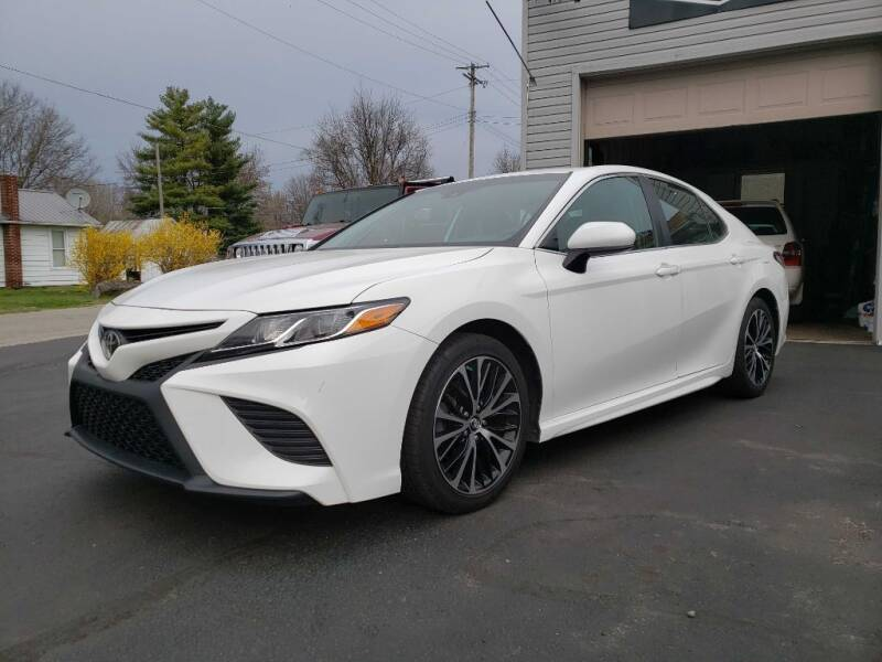 2018 Toyota Camry for sale at The Car Mart in Milford IN