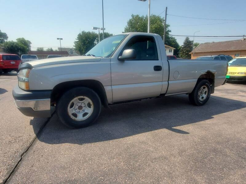 2004 Chevrolet Silverado 1500 for sale at Geareys Auto Sales of Sioux Falls, LLC in Sioux Falls SD