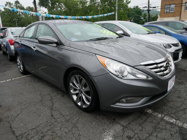 2013 Hyundai Sonata for sale at M & R Auto Sales INC. in North Plainfield NJ