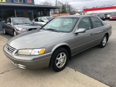 1998 Toyota Camry for sale at Wise Investments Auto Sales in Sellersburg IN