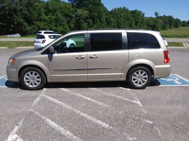 2016 Chrysler Town and Country Touring 4dr Mini-Van - Pleasant View TN