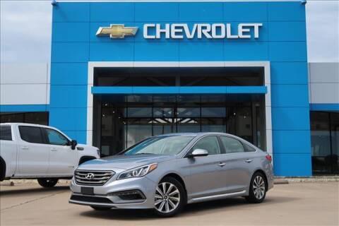 2017 Hyundai Sonata for sale at Lipscomb Auto Center in Bowie TX
