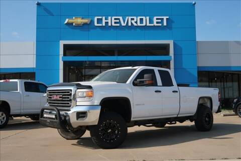 2015 GMC Sierra 2500HD for sale at Lipscomb Auto Center in Bowie TX