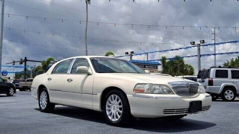2007 Lincoln Town Car for sale at Select Autos Inc in Fort Pierce FL