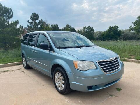 2009 Chrysler Town and Country for sale at QUEST MOTORS in Englewood CO