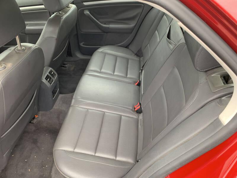 2006 Volkswagen Jetta 2.5 4dr Sedan w/Manual - Camdenton MO