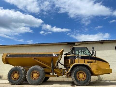 2005 Caterpillar 725 - 6x6 - 25 Ton - Cab