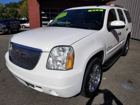 2007 GMC Yukon for sale at Howe's Auto Sales in Lowell MA