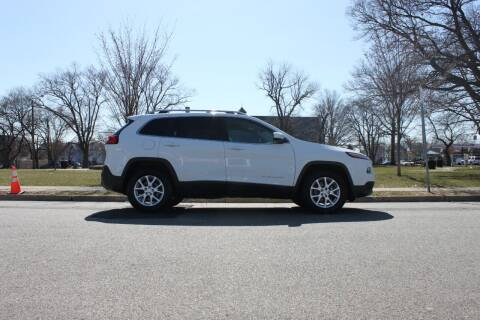 2015 Jeep Cherokee for sale at Lexington Auto Club in Clifton NJ
