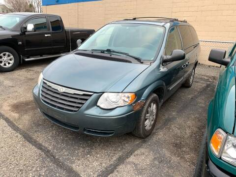 2007 Chrysler Town and Country for sale at BEAR CREEK AUTO SALES in Rochester MN