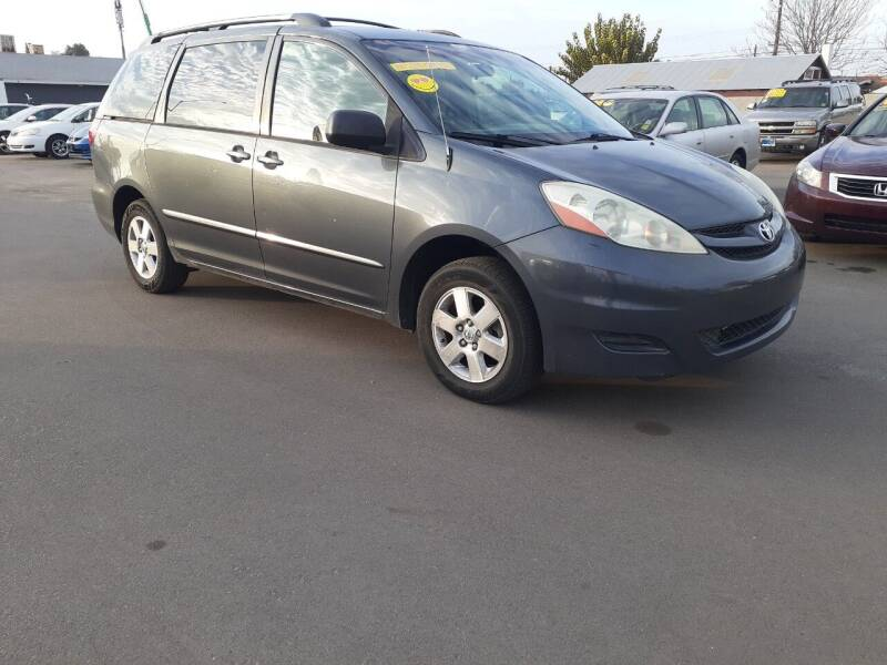 2006 Toyota Sienna for sale at COMMUNITY AUTO in Fresno CA