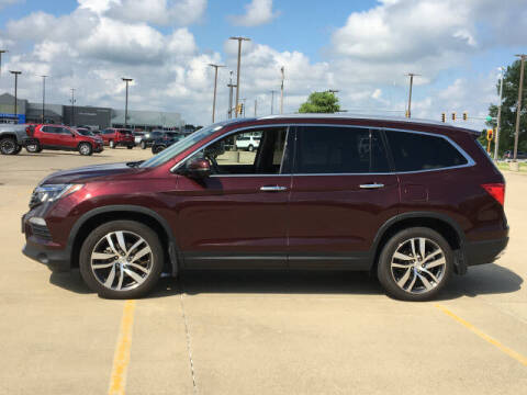 2017 Honda Pilot for sale at LANDMARK OF TAYLORVILLE in Taylorville IL