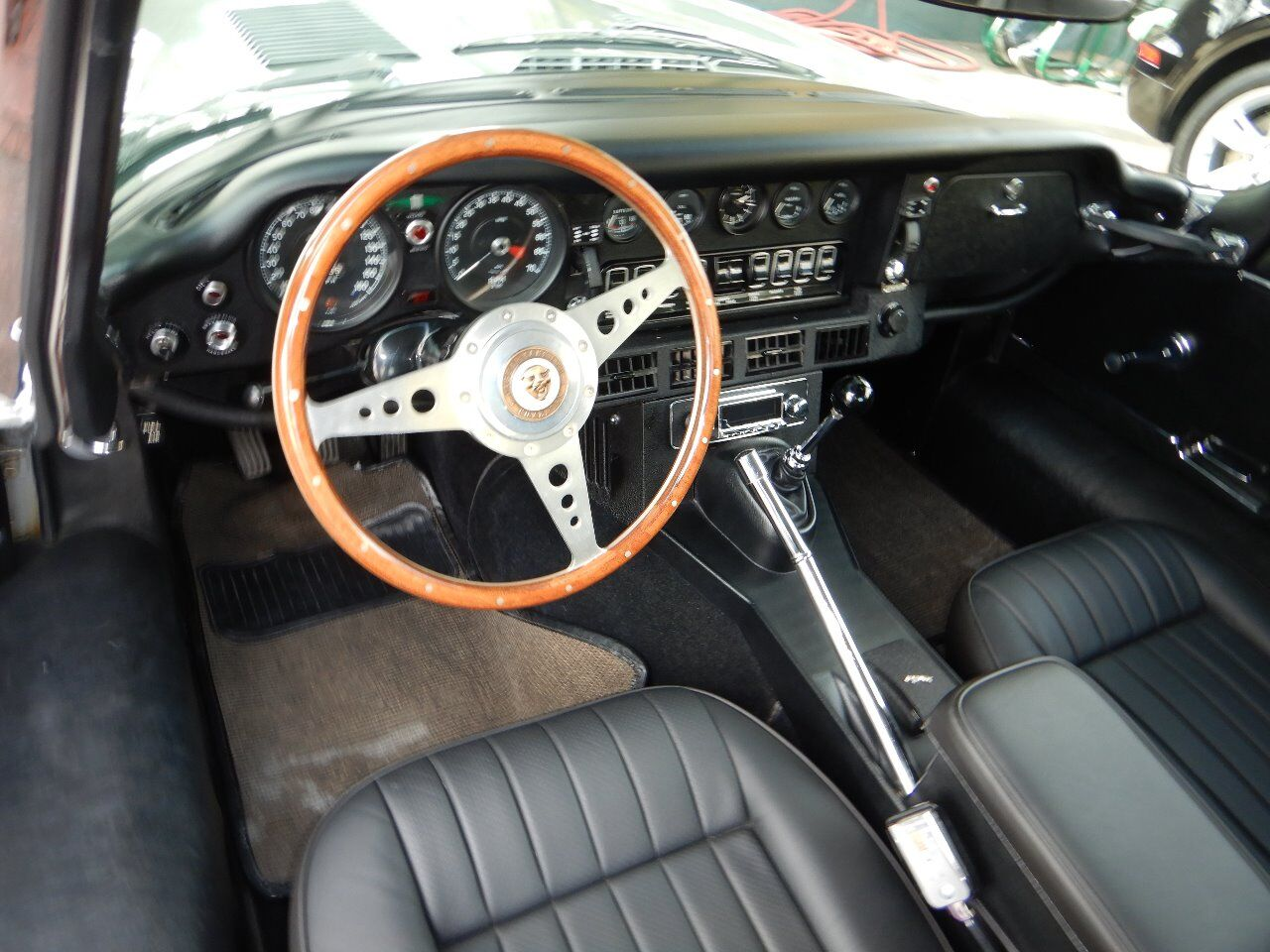1973 Jaguar XKE 48