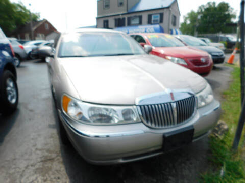 2001 Lincoln Town Car for sale at WOOD MOTOR COMPANY in Madison TN
